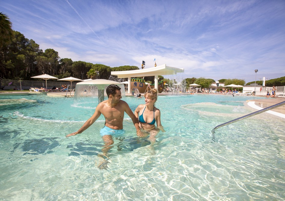sandaya-couple-piscine